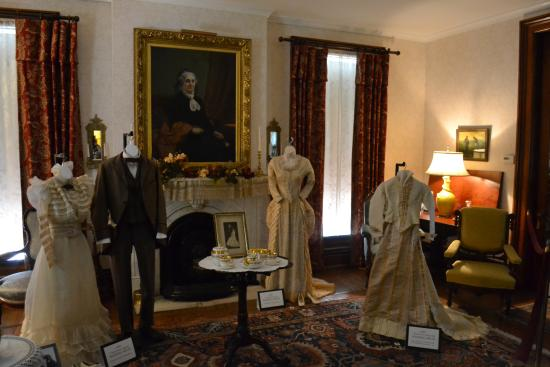 Burlington, IA: Clothing from the Garrett and Phelps families