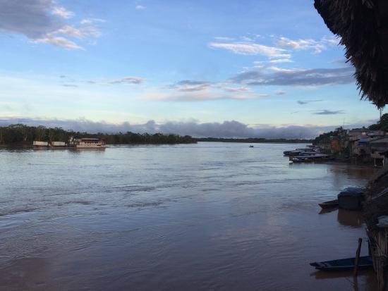 Yurimaguas, Pérou : Vue depuis l'hôtel au bord du fleuve.