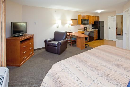 Candlewood Suites Indianapolis East: Single Bed Guest Room