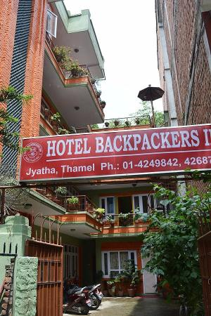 Hotel Backpackers INN: Front gate & signboard of Hotel