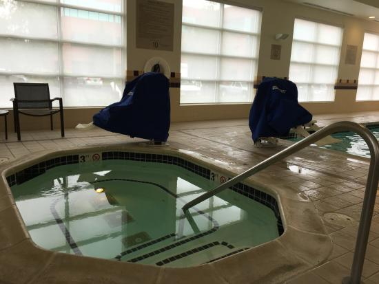 Vancouver, WA: Indoor, heated, disability friendly pool and hot tub! Marvelous and one of the best features!