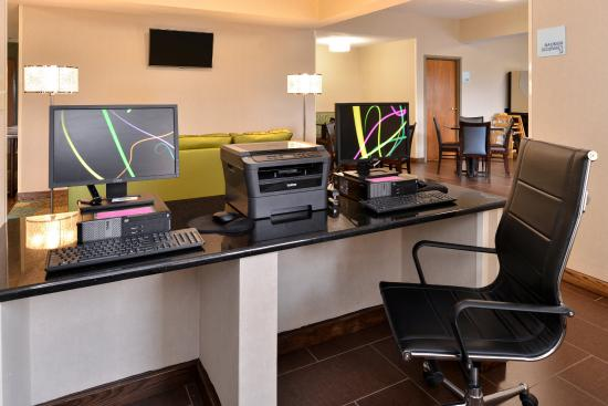 Holiday Inn Express & Suites St Marys: Business Center