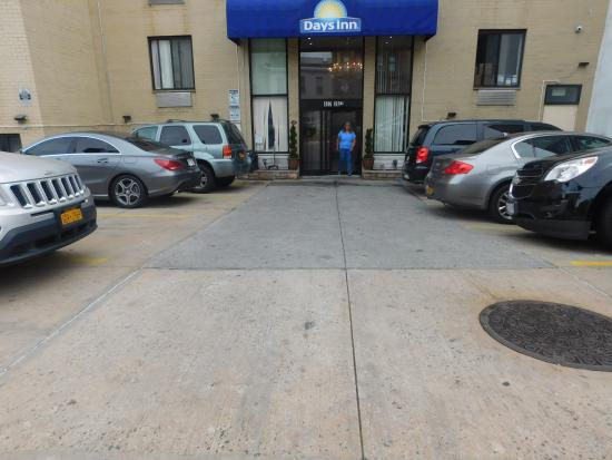 Days Inn Brooklyn: Parking lot