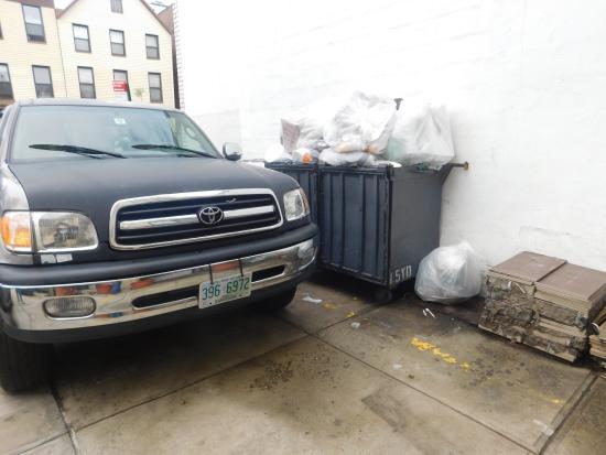 Days Inn Brooklyn: My parking spot (very stinky)