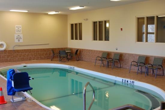 Holiday inn express ludlow updated 2017 prices hotel reviews ma tripadvisor for Ludlow hotels with swimming pool