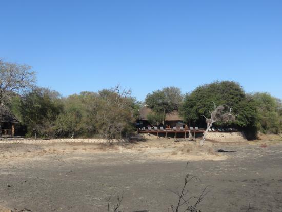 Gomo Gomo Game Lodge: view of the lodge