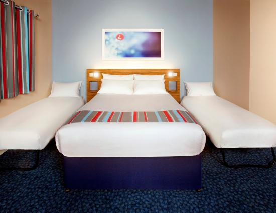 Travelodge Altrincham Central: Travelodge Family Room