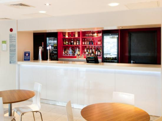 Travelodge Altrincham Central: Travelodge Bar