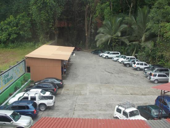 Hotel El Bambu: Parking