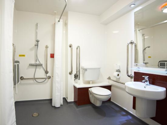 Travelodge Wellington Somerset Hotel: Accessible Bathroom