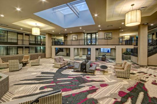 DoubleTree by Hilton Hotel Decatur Riverfront: Lobby