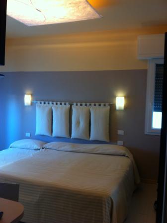 camera con 3° letto aggiunto - Picture of Commodore Hotel, Riccione ...