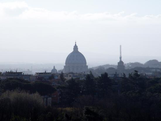 Courtyard Rome Central Park: Panorama su San Pietro
