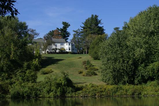 Monroe, estado de Nueva York: Main House- from across our lake