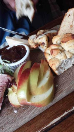 The Old Bear Inn: Carved apple and beautiful, unusual bread with the Ploughmans