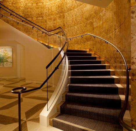 Loews Regency San Francisco: Lobby Staircase