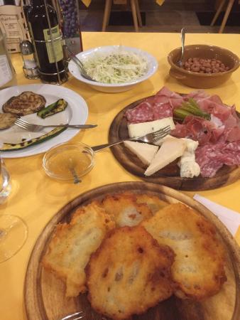Cunevo, İtalya: Tortei e basta