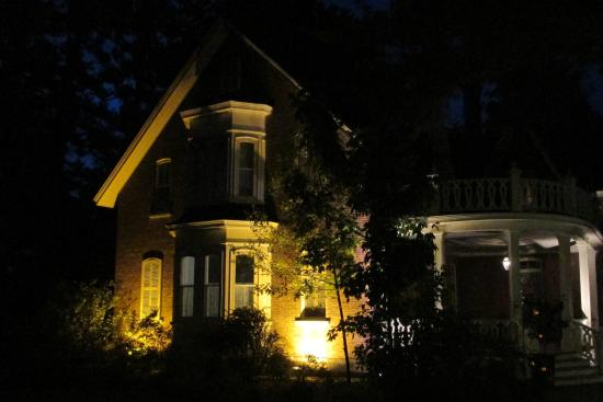 Cowansville, Canada: The Victorian Manoir illuminated at night