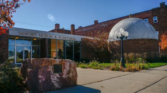 Cherokee, IA: Sanford Museum & Planetarium