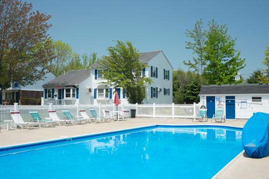 Americas Best Value Inn & Cottages: pool 2
