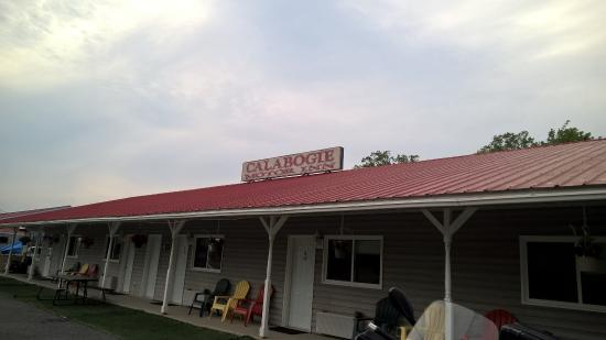 Calabogie Motor Inn: The Inn