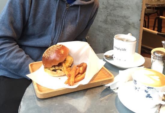 Simplylife Bakery Cafe (Yuen Long)