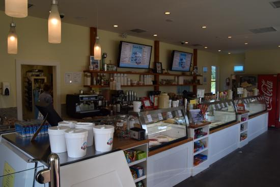 Rocky Point Ice Cream Store : Inside shot where they great milk shakes