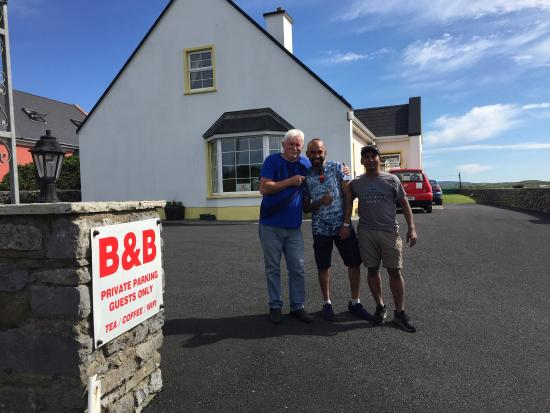 Fisherman's Rest: With the man Danny himself. Wonderful chap and wonderful place to stay. Very friendly and helpfu