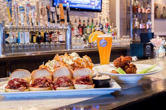 Metro Grill & Bar: Enjoy all your favorite sports games!