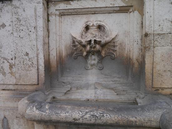 Spoleto, Italien: Fontana di Piazza de Mercato