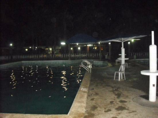 Tierra de oro resort hotel san pablo city philippines for Piscine laguna tarif
