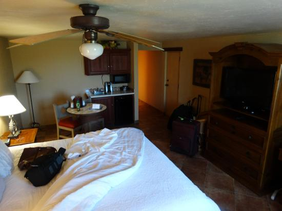 La Posada Lodge and Casitas: Separate Dining and Bedding area