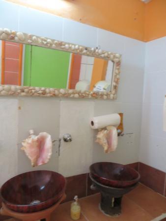 Delice Restaurant and Bar at La Haut Plantation: Ladies restroom