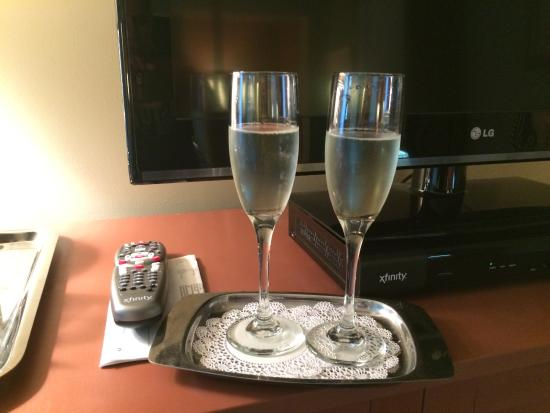 Lambert's Cove Inn: Champagne received on arrival