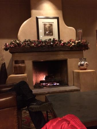 Hyatt Regency Tamaya Resort & Spa: Fire place in lobby/game room