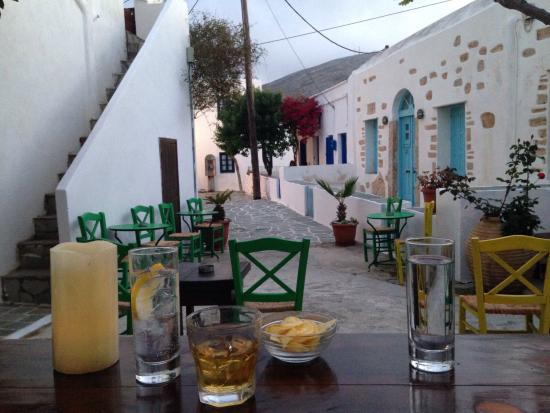 Kallisti Hotel : Our favourite bar in Chora