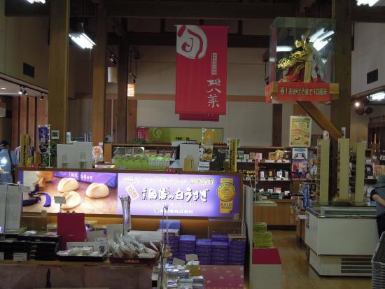 Seiryu Chaya Kawahara Michi-no-Eki : 品ぞろえ豊富な店内
