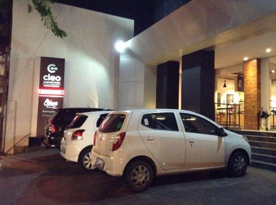 tempat parkir luar cleo business hotel picture of cleo business rh tripadvisor co nz