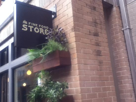 The Fine Food Store: 店頭付近