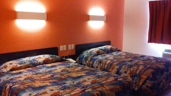 Motel 6 Findlay: 2 Queens