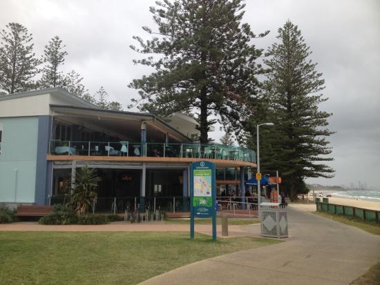 Burleigh Heads Mowbray Park Surf Life Saving Club Seen From Outside Love The Decks