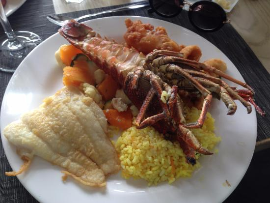 Fish Hoek, Sudafrica: Two Oceans Platter. I read it's for two. It's not enough for one if you ask me! ;) So good!
