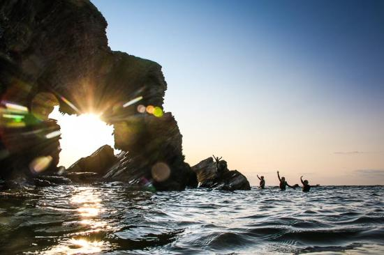 Shirwell, UK : Sunset coasteering in Ilfracombe