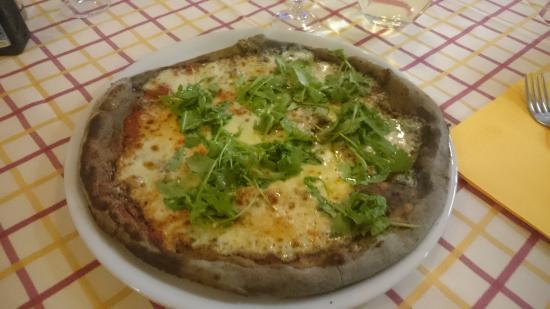Salvaterra, Itália: Pizza al carbone buonissima
