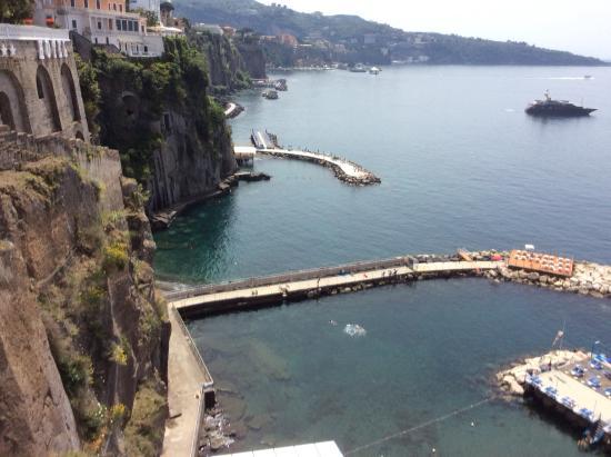 Sant'Agnello, Italia: The view from down the road