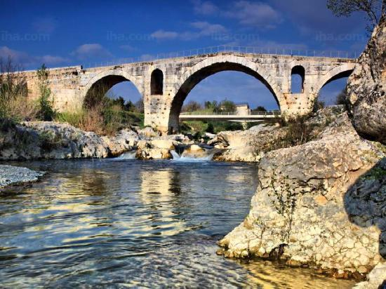 Luberon, France: le pont julien Bonnieux