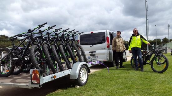 Tavel, Frankrike: livraison des vélos