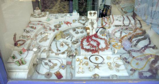 Naxos Town, Greece: Handmade jewels with silver or gold
