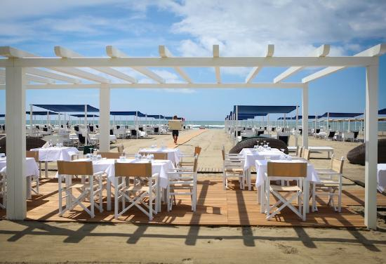 Bagno dalmazia forte dei marmi 2018 all you need to know before you go with photos - Bagno alpemare forte dei marmi ...