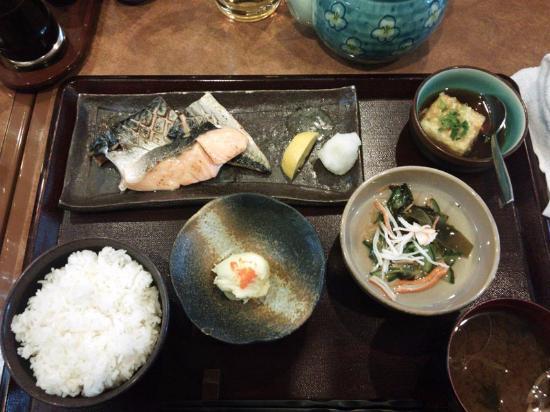 Sakura Restaurant: サバ・シャケ定食